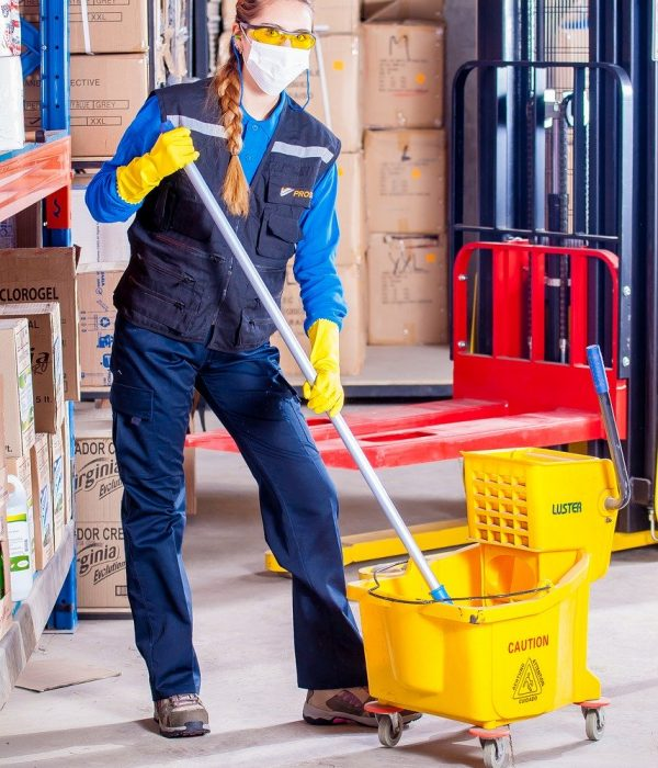 women janitorial cleaning services